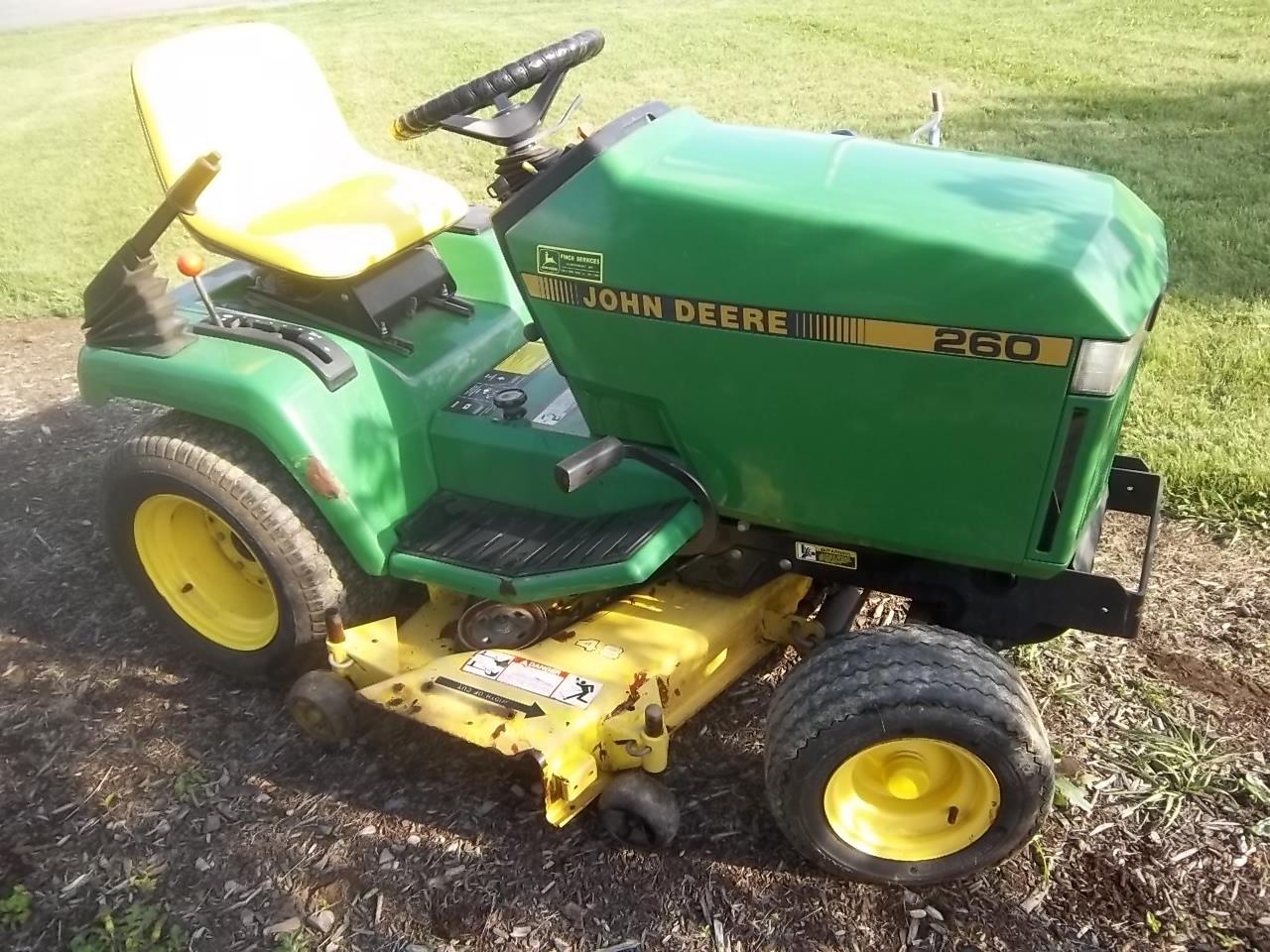 John Deere 260 Lawn Garden Tractor W 48